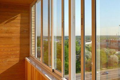 Традиционное остекление балкона алюминиевым профилем