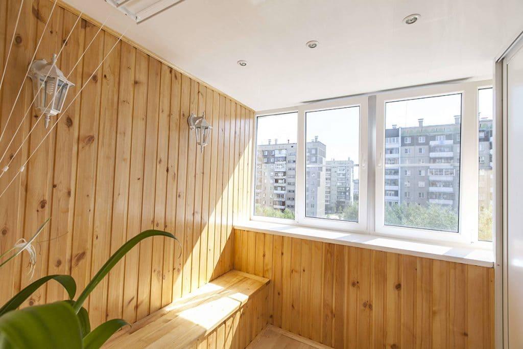 Отделка балкона деревянной вагонкой — экологично, ароматно и красиво