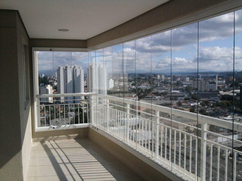Варианты безрамного остекления балкона