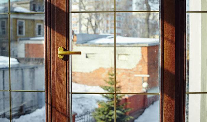 Остекление балконов деревянным профилем