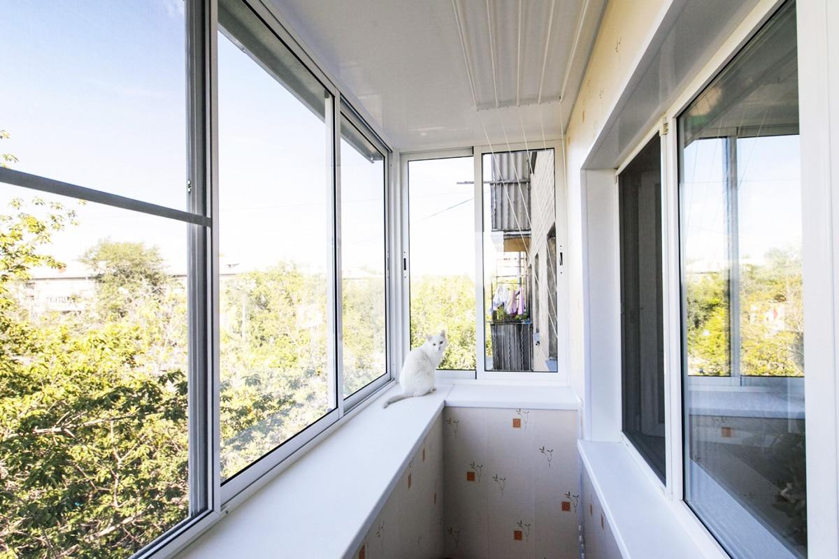 «Холодное» остекление балкона алюминием
