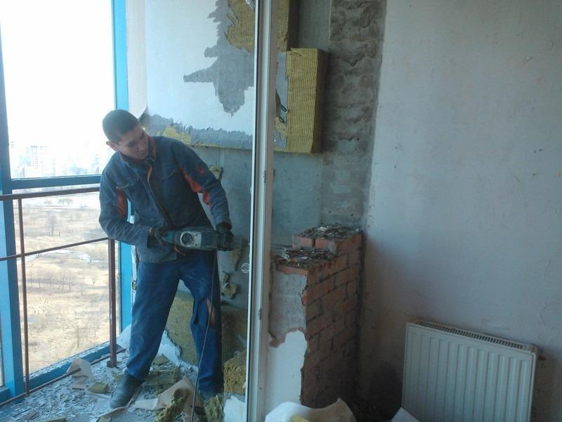Демонтаж старой перегородки и балконного блока