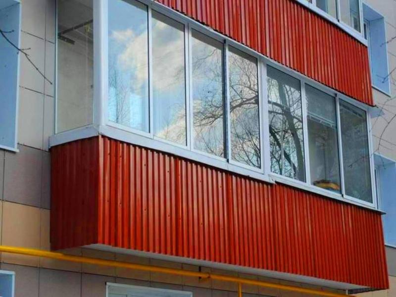 Внешняя отделка балкона металлическим сайдингом