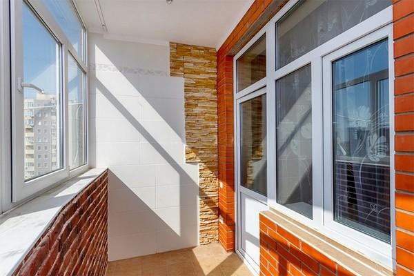 Остекление, утепление и отделка балкона