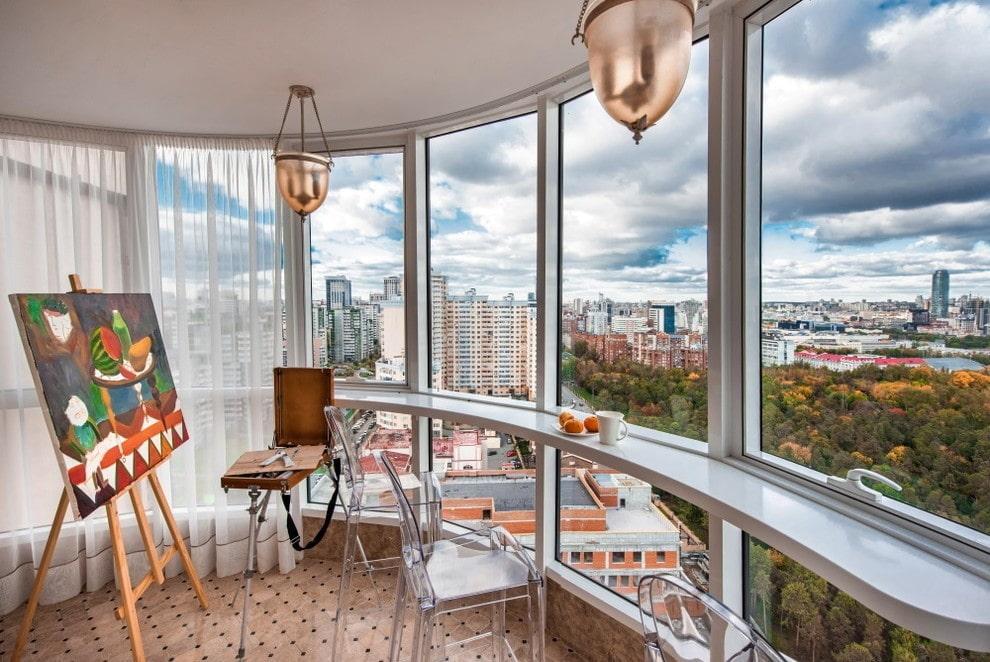 Объединение небольшого балкона с комнатой