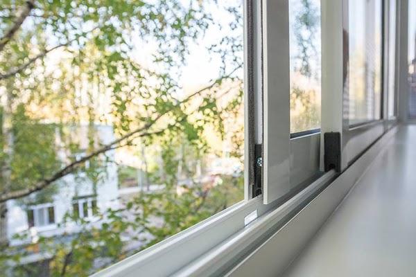 Раздвижные алюминиевые окна на балкон