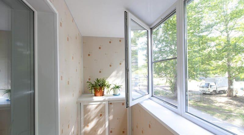 Тёплые ПВХ окна Rehau