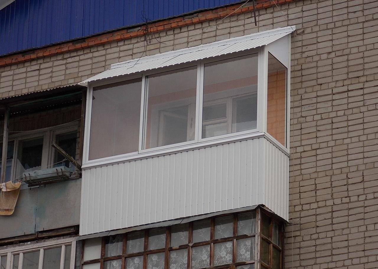 Остекление алюминиевыми окнами с кровлей из профлиста